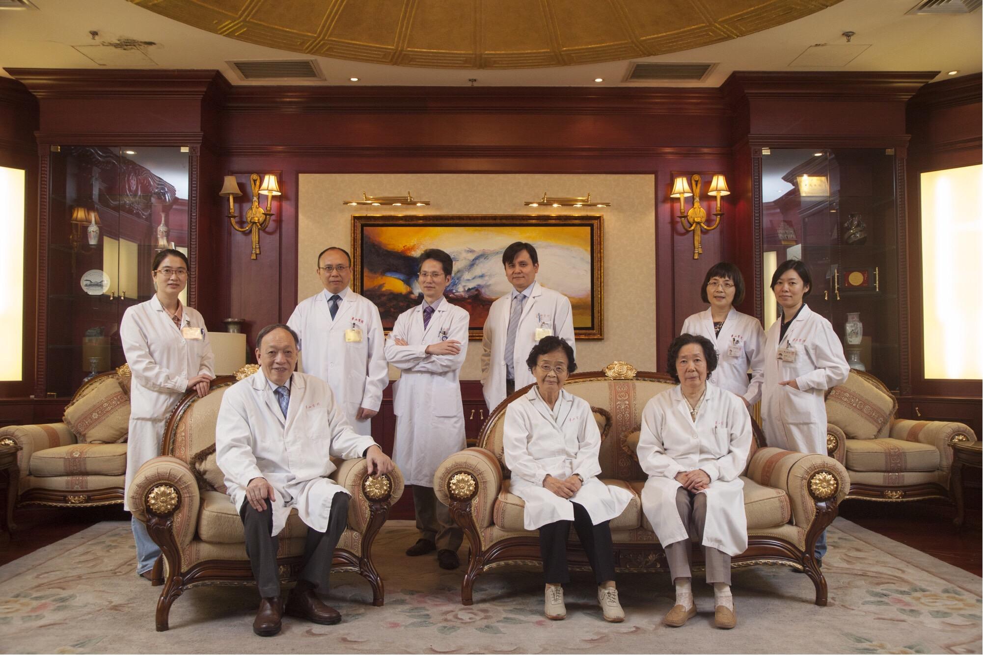 感染科和抗生素研究所领导集体照.jpg